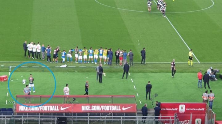 Penale nije ni gledao: Svi igrači Napolija su slavili trofej, ali jedan je jecao u suzama