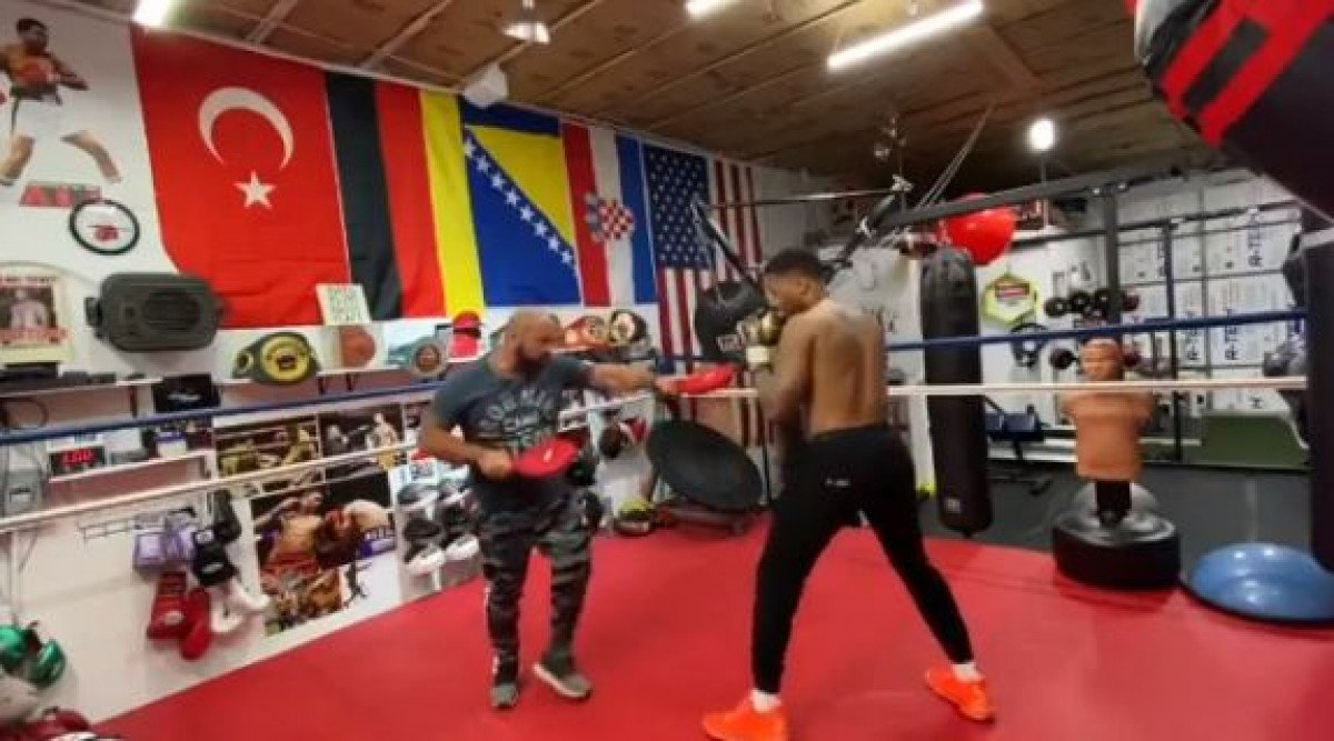 Damian Lillard pokazao da je dobar i u ringu, a u centru pažnje našla se zastava Bosne i Hercegovine