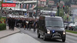 Manijaci u korteu krenuli prema Koševu