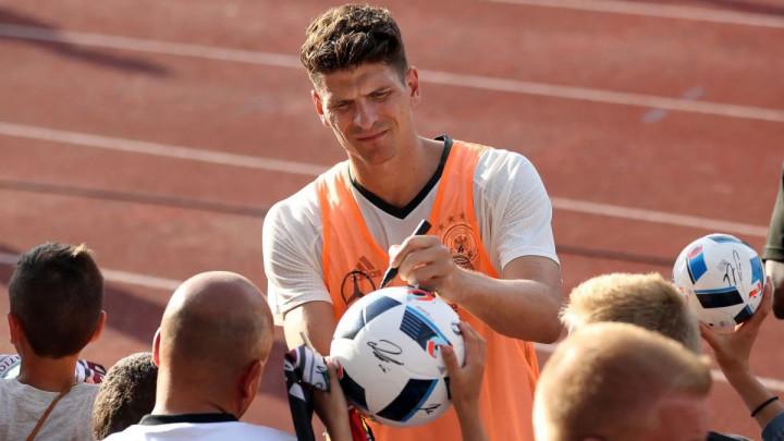 Gomez prije oproštaja: Pregovaram sa Realom i Barcelonom...