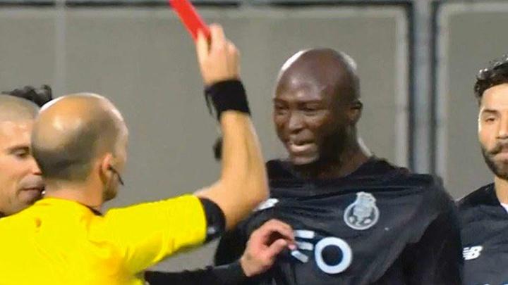 Sudac 'faulirao' fudbalera, pa mu dao crveni karton
