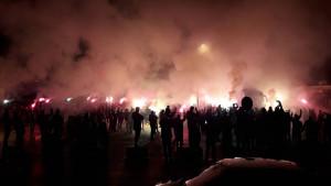 Pehar stigao na Koševo: Horde zla napravile spektakl ispred stadiona!