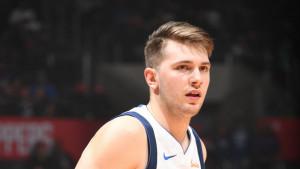 Luka Dončić kažnjen zbog šutiranja lopte u publiku