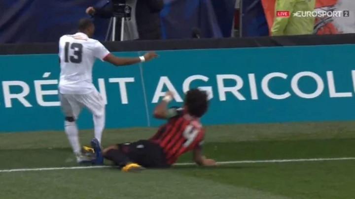 Sinoć je u Francuskoj dosuđen penal koji će vam potvrditi da niste znali sva pravila nogometne igre