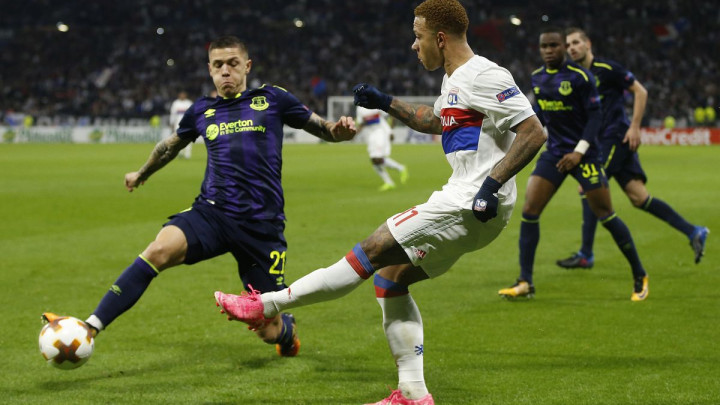 Everton dobija brojne ponude za Bešića