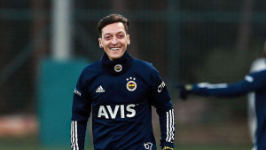 Mesut Ozil objasnio zašto će u Fenerbahčeu nositi dres s brojem 67