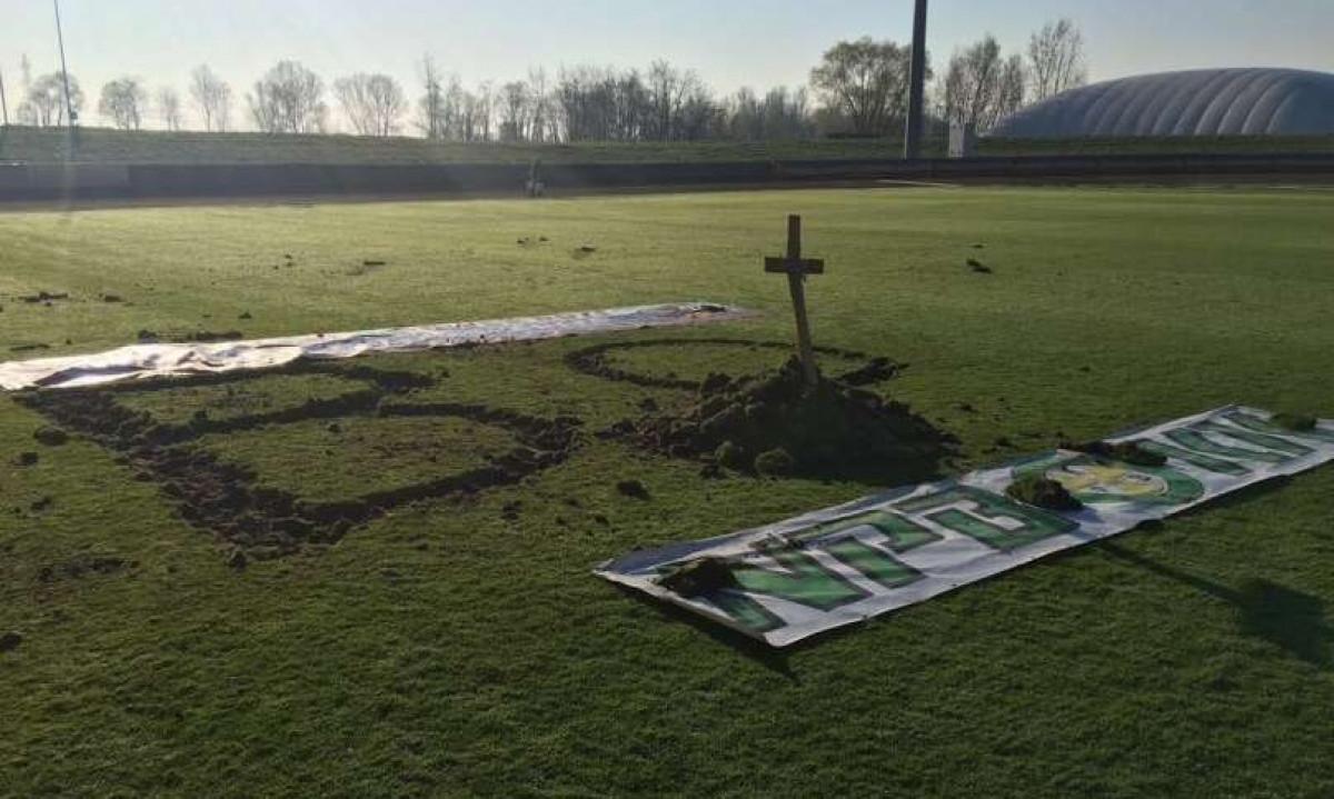 Šok u regionu: Došli na stadion i iskopali grobove za predsjednika i sportskog direktora kluba