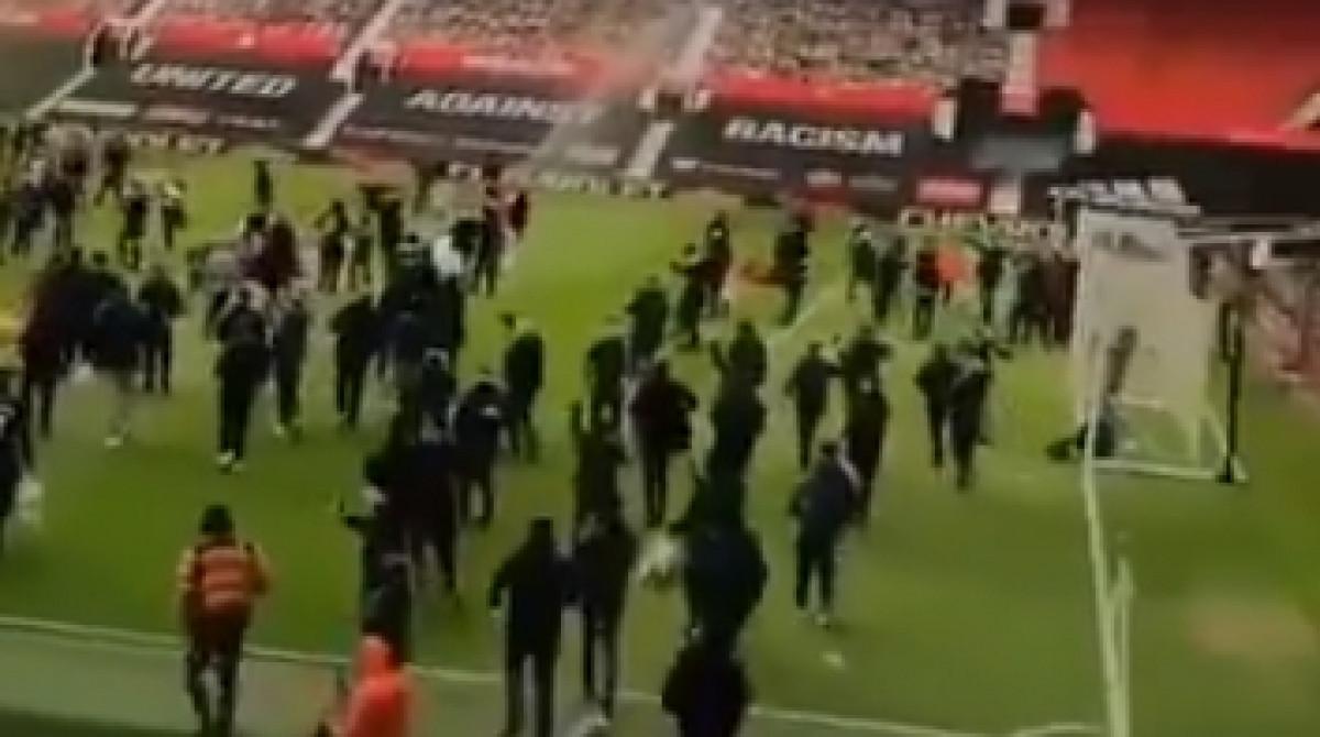 Haos u Manchesteru: Navijači upali na Old Trafford, traže odlazak vlasnika kluba