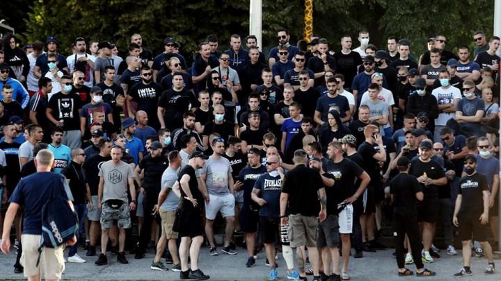 Nekoliko stotina Bad Blue Boysa protestiralo protiv imenovanja Mamića za trenera