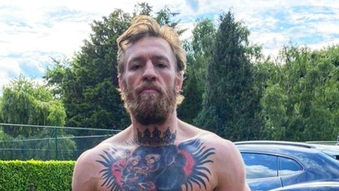 Nikada nije bolje izgledao: Conor McGregor skinuo majicu i pokazao kakva je mašina