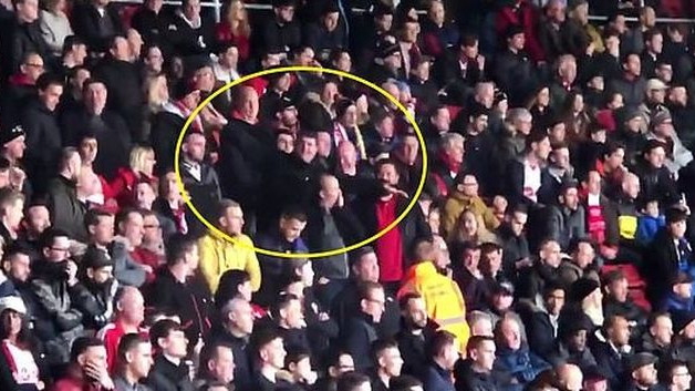Morbidno: Navijači imitirali let aviona na meču protiv Cardiffa