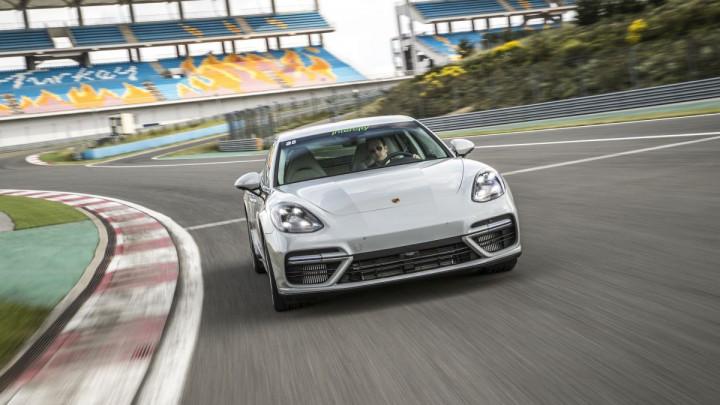 Porsche na stazi