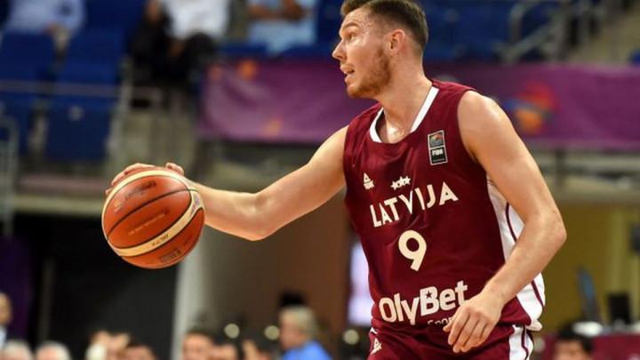 Latvijski košarkaš se požalio da svlačionica smrdi na smrt, stigao mu brutalan odgovor
