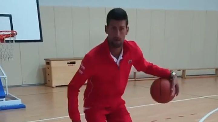 Đoković pokazao da zna igrati i košarku, a onda prozvao LeBrona Jamesa