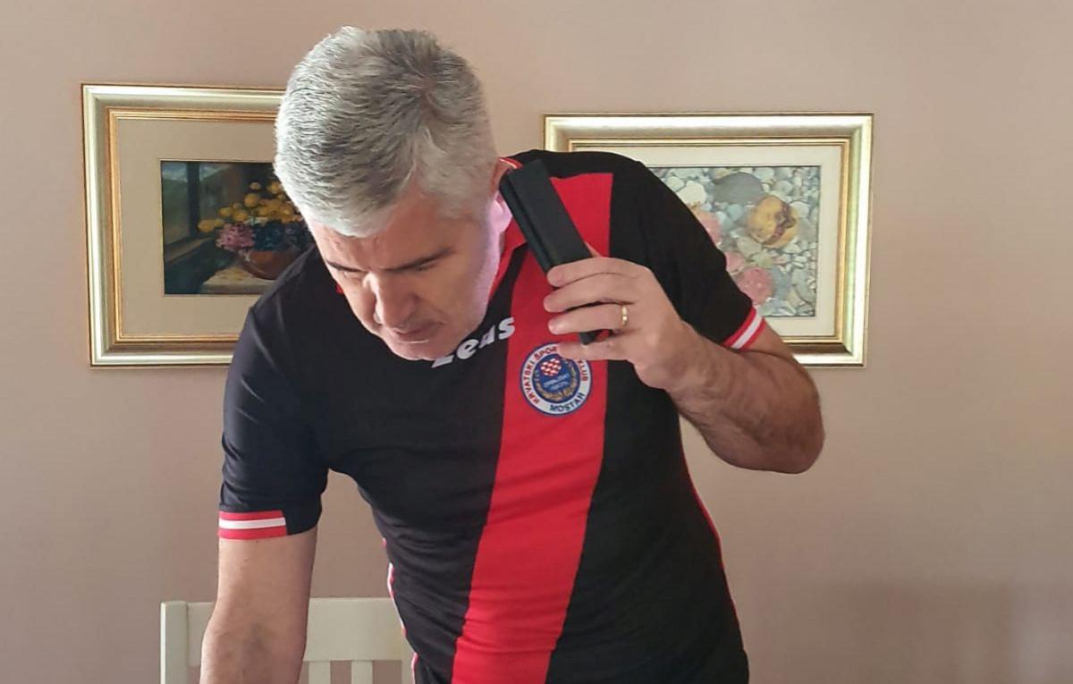 Dragan Čović se fotografisao u dresu Zrinjskog, a sada otkrio da li bi obukao i dres Veleža