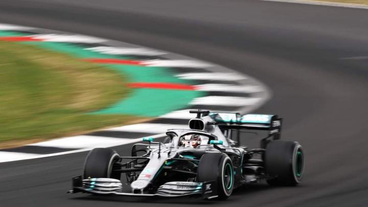 Lewis Hamilton slavio na stazi u Silverstoneu, utrku obilježio incident između Vettela i Verstappena