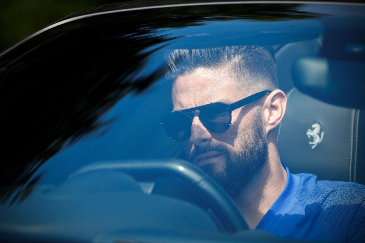 Benzema uporedio Girouda s kartingom, a napadač Chelseaja pokazao kojoj vrsti automobila pripada