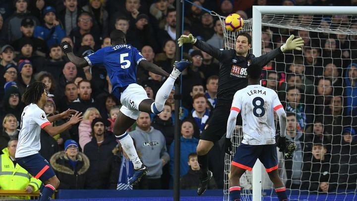 Everton prekinuo niz poraza, Begović dva puta vadio loptu iz mreže