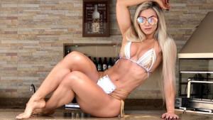 Lajkovi pljušte, a zanosna Vivi dominira u minijaturnom bikiniju