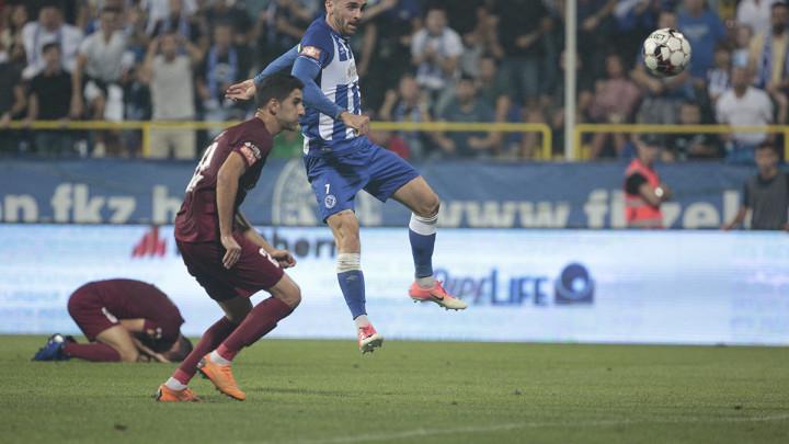 Krpić je zabio dva gola u derbiju, ali nije odmakao