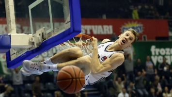 Partizan bolji od Dynamica, Vrabac sedam poena